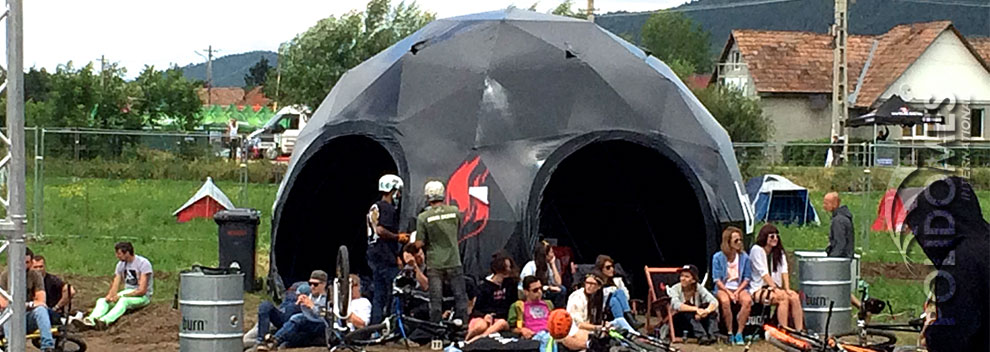 black-event-tent-electric-festival-2014-b